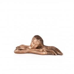 مجسمه دختر لمیده